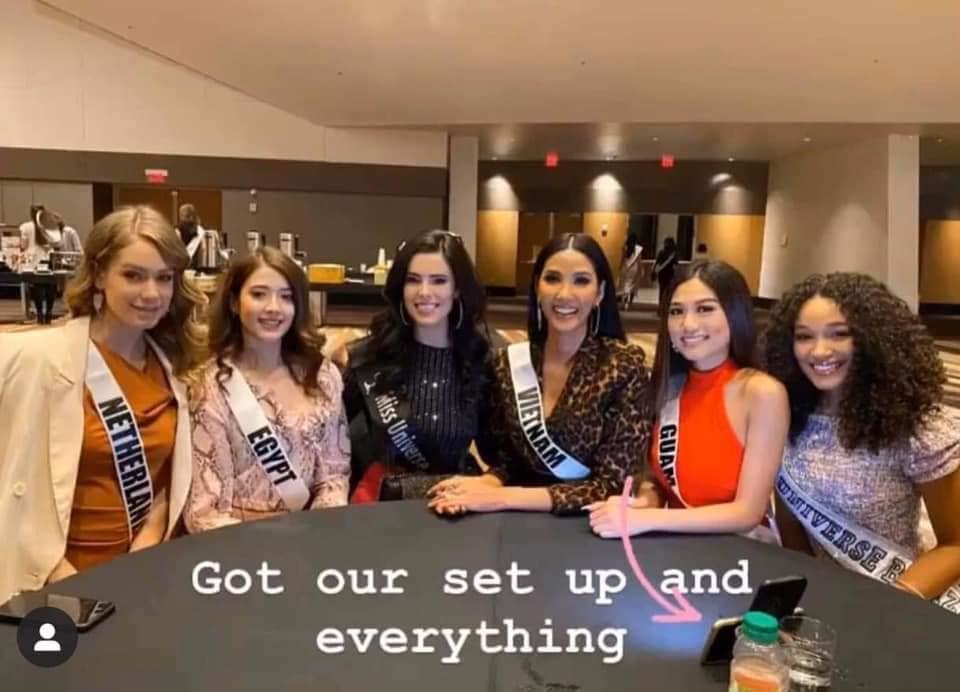 Ngày thứ hai tại Miss Universe 2019: Hoàng Thùy lộ vẻ nhợt nhạt, bị chê make-up không đẹp-6