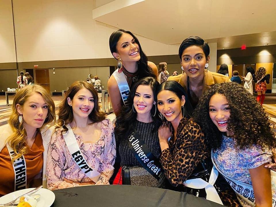 Ngày thứ hai tại Miss Universe 2019: Hoàng Thùy lộ vẻ nhợt nhạt, bị chê make-up không đẹp-7