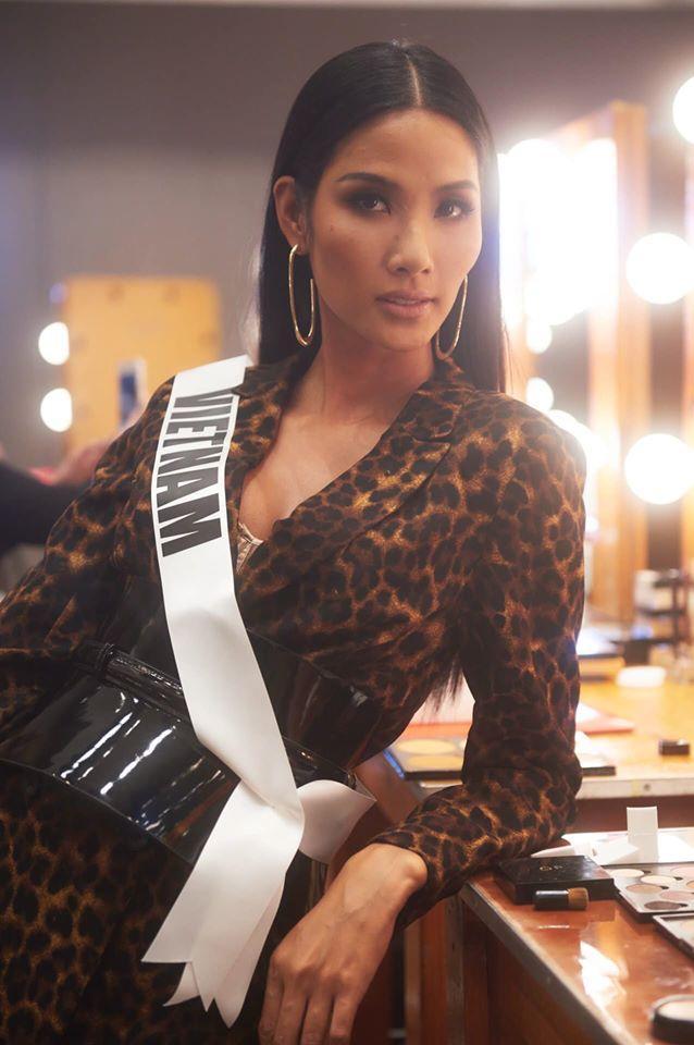 Ngày thứ hai tại Miss Universe 2019: Hoàng Thùy lộ vẻ nhợt nhạt, bị chê make-up không đẹp-9