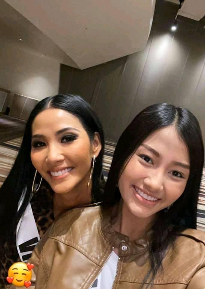 Ngày thứ hai tại Miss Universe 2019: Hoàng Thùy lộ vẻ nhợt nhạt, bị chê make-up không đẹp-11