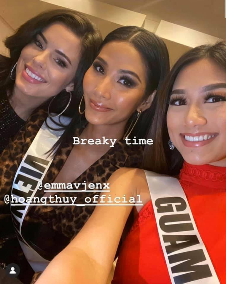 Ngày thứ hai tại Miss Universe 2019: Hoàng Thùy lộ vẻ nhợt nhạt, bị chê make-up không đẹp-12