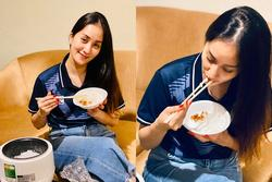 Chỉ với một chiếc nồi cơm điện, Khánh Thi có ngay bữa cơm Việt ngon miệng tại xứ người