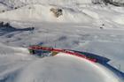 Tuyến đường sắt lạnh lẽo xuyên qua dãy Alps ở Thụy Sĩ