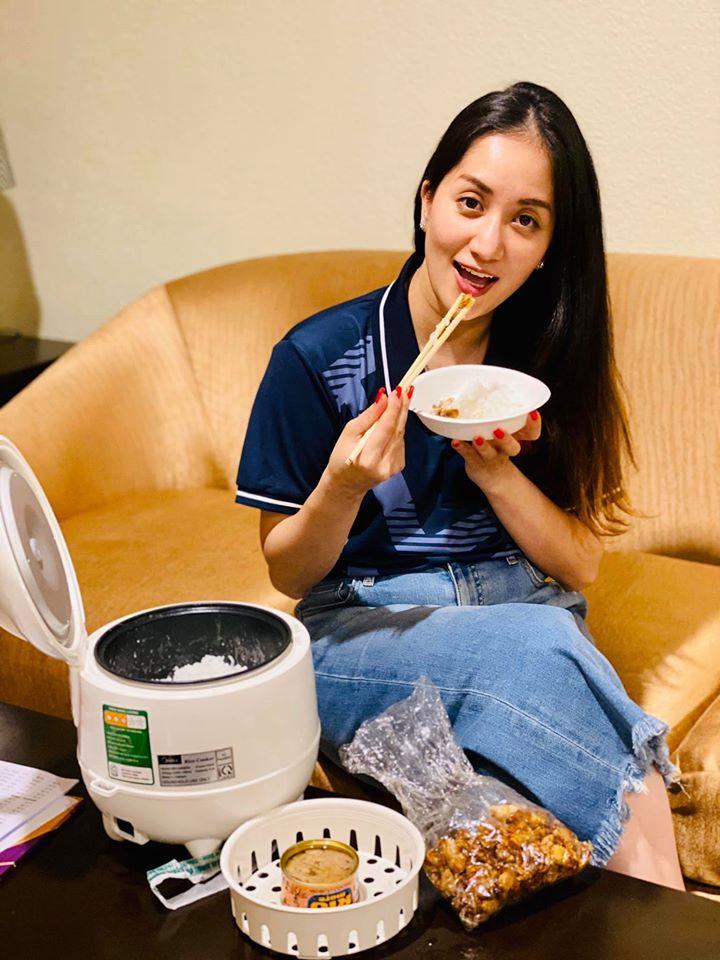 Chỉ với một chiếc nồi cơm điện, Khánh Thi có ngay bữa cơm Việt ngon miệng tại xứ người-2
