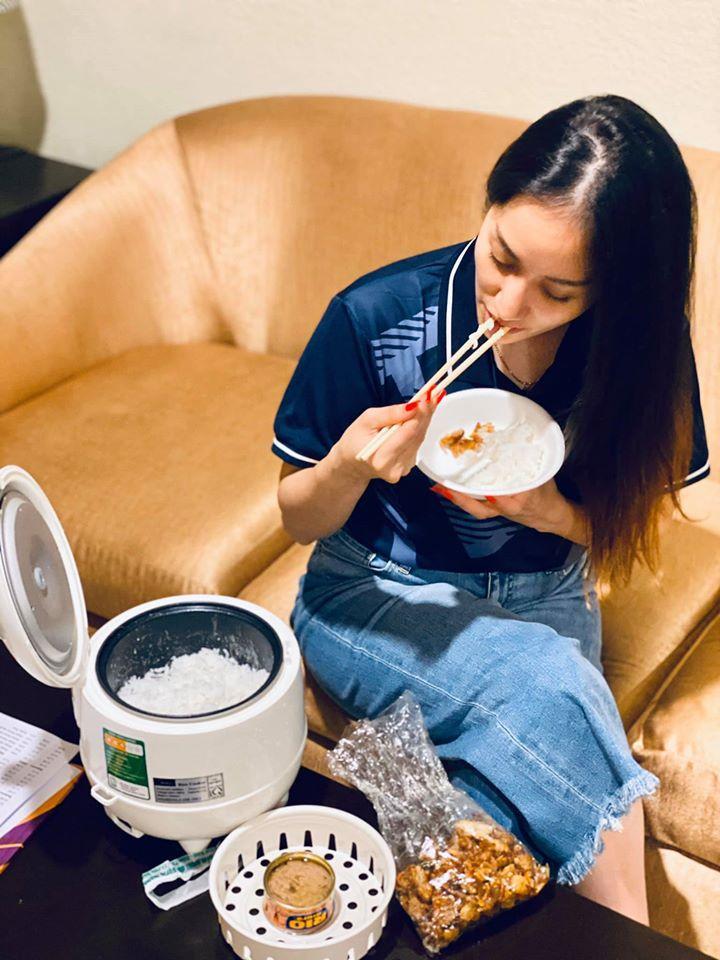 Chỉ với một chiếc nồi cơm điện, Khánh Thi có ngay bữa cơm Việt ngon miệng tại xứ người-3