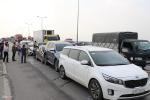 7 ôtô tông nhau liên hoàn, đường trên cao tắc gần 10 km