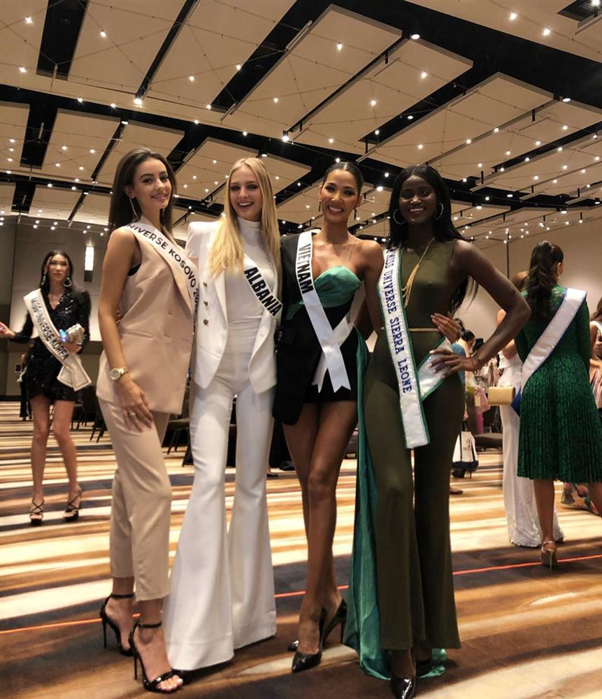 Miss Universe 2019 ngày thứ ba: Hoàng Thùy mặc đồ 2 trong 1, chặt đẹp chiều cao hoa hậu Venezuela-5