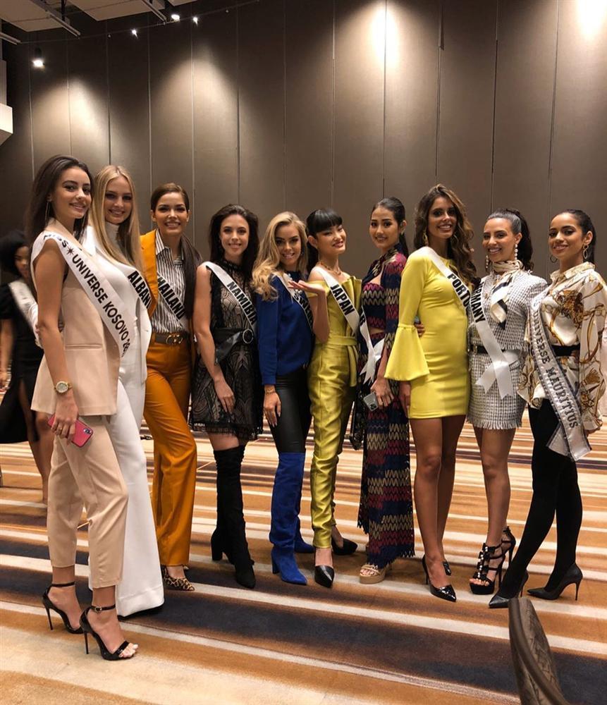 Miss Universe 2019 ngày thứ ba: Hoàng Thùy mặc đồ 2 trong 1, chặt đẹp chiều cao hoa hậu Venezuela-17