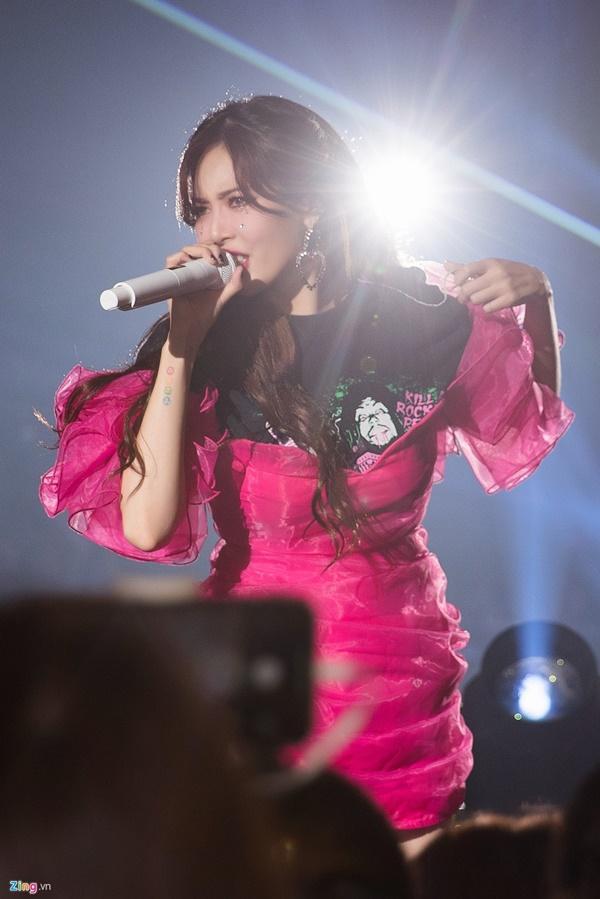 HyunA rực rỡ trên sân khấu ở Đài Loan-4