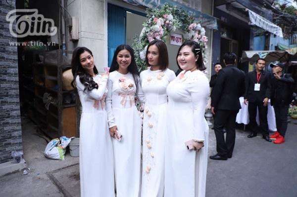 Hoàng Yến, Ái Phương xúng xính áo dài làm phụ dâu trong đám cưới Hoàng Oanh-1