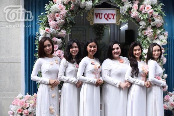 Hoàng Yến, Ái Phương xúng xính áo dài làm phụ dâu trong đám cưới Hoàng Oanh-3