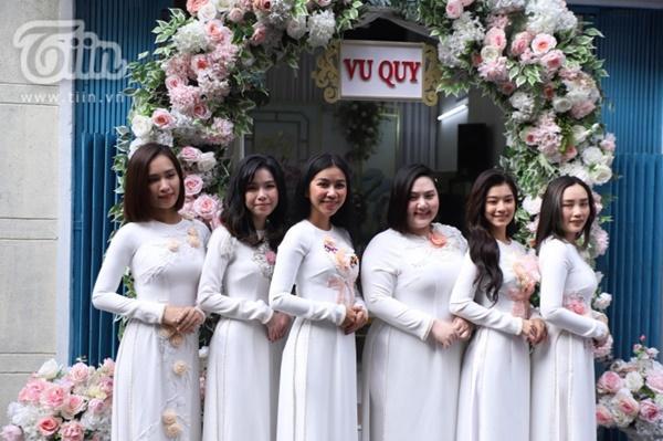 Hoàng Yến, Ái Phương xúng xính áo dài làm phụ dâu trong đám cưới Hoàng Oanh-4