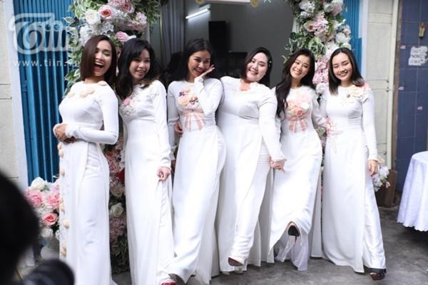 Hoàng Yến, Ái Phương xúng xính áo dài làm phụ dâu trong đám cưới Hoàng Oanh-5