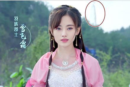 Chổi nhựa, máy bay, quạt điện xuyên không về thời xưa trong phim Hoa ngữ