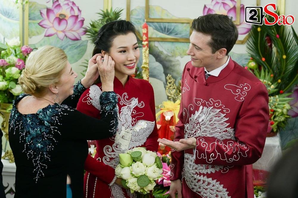 Hoàng Oanh cười nhăn nhó khi trao nhầm nhẫn cho chồng tây trong lễ ăn hỏi-11