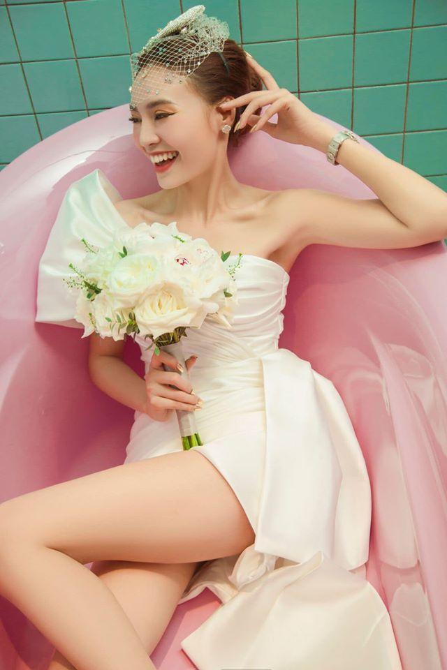 Ninh Dương Lan Ngọc cuồng nhà vệ sinh: làm MV, ngủ, chụp ảnh và khoe cả đồ hiệu trong toilet-5