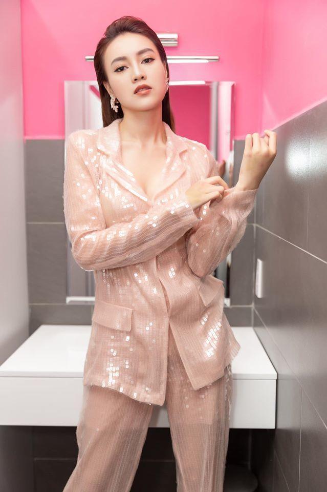 Ninh Dương Lan Ngọc cuồng nhà vệ sinh: làm MV, ngủ, chụp ảnh và khoe cả đồ hiệu trong toilet-9