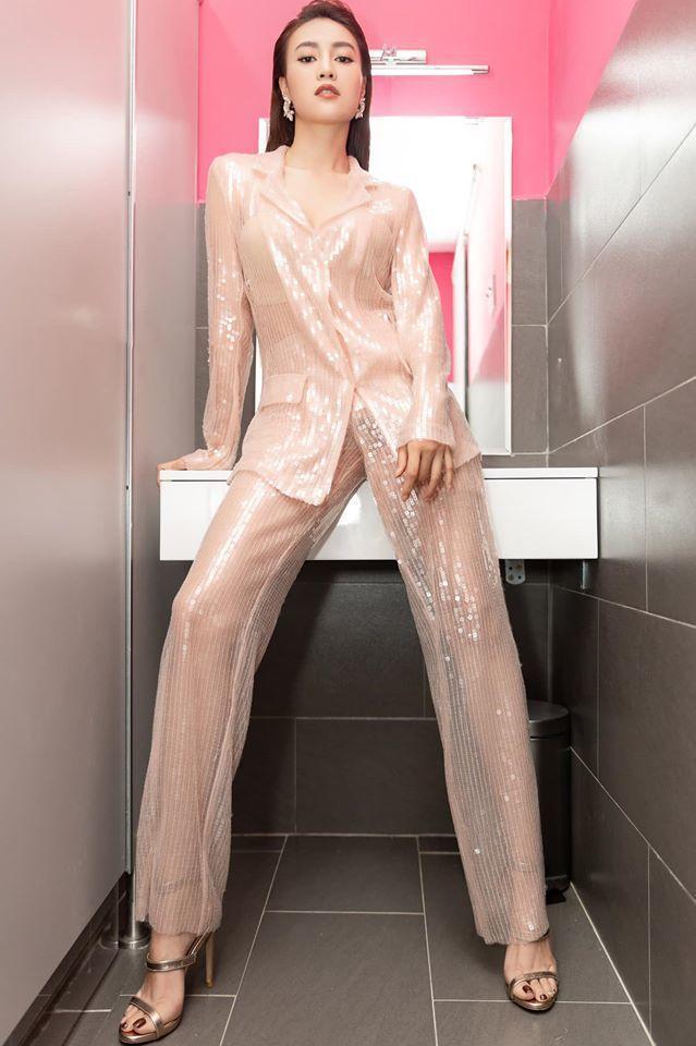 Ninh Dương Lan Ngọc cuồng nhà vệ sinh: làm MV, ngủ, chụp ảnh và khoe cả đồ hiệu trong toilet-10
