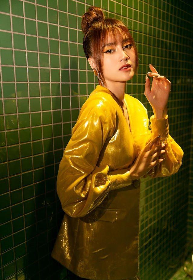Ninh Dương Lan Ngọc cuồng nhà vệ sinh: làm MV, ngủ, chụp ảnh và khoe cả đồ hiệu trong toilet-1