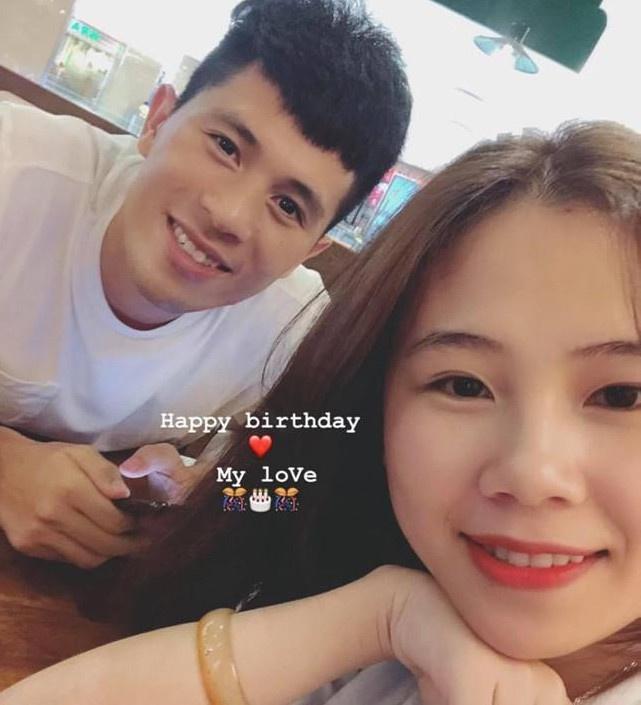 Văn Lâm - Yến Xuân và những cầu thủ có mối tình chị em-2