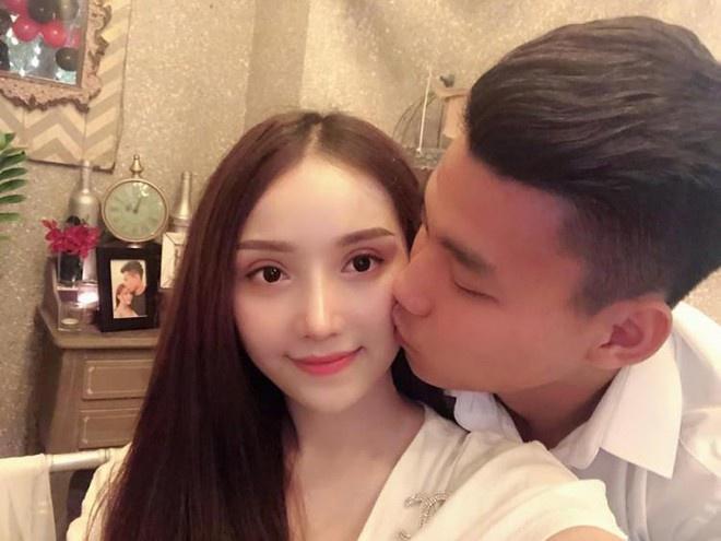 Văn Lâm - Yến Xuân và những cầu thủ có mối tình chị em-8