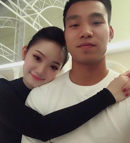 Văn Lâm - Yến Xuân và những cầu thủ có mối tình chị em-9