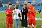Văn Lâm - Yến Xuân và những cầu thủ có mối tình chị em