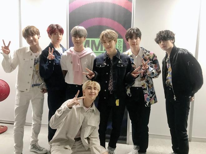 BTS 5 lần thay trang phục, diện đồ giá nghìn đô tại lễ trao giải-11