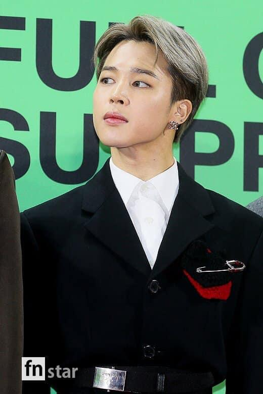 BTS 5 lần thay trang phục, diện đồ giá nghìn đô tại lễ trao giải-6