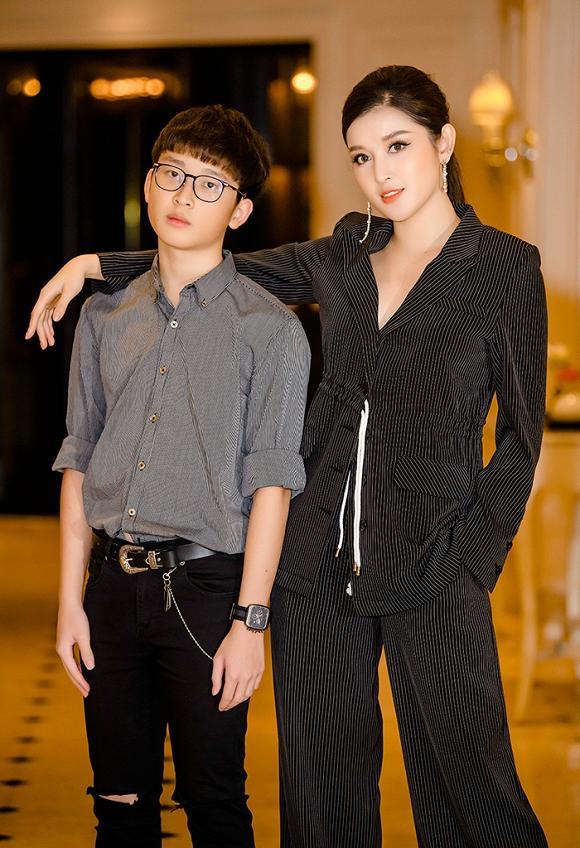 Hé lộ hình ảnh cậu em của Á hậu Huyền My: 16 tuổi đã cao 1m74, ngoại hình đẹp chuẩn soái ca-2