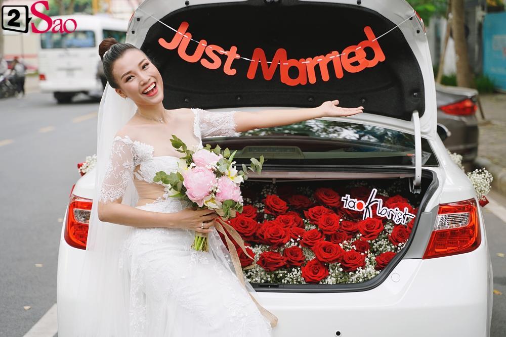 Trường Giang - Nhã Phương lên đồ đẹp đôi, tay trong tay đi ăn cưới Hoàng Oanh-2
