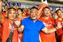 Dàn sao vỡ òa khi U22 Việt Nam thắng Indonesia vào phút cuối
