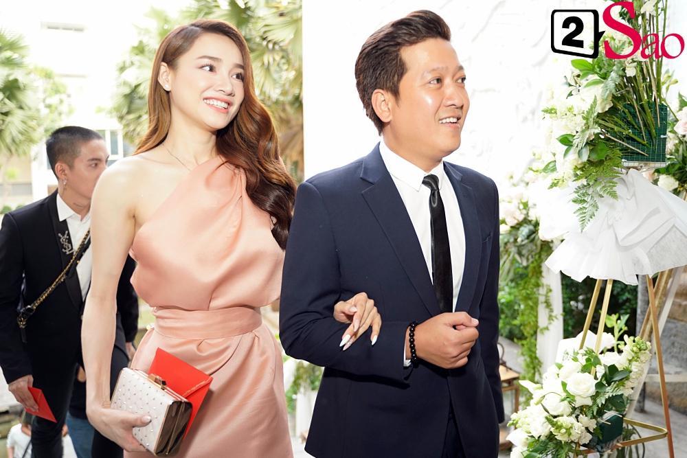 Đùa dai trong đám cưới đồng nghiệp: Trường Giang suýt thì lố, Hòa Minzy bị ném đá tới tấp-2