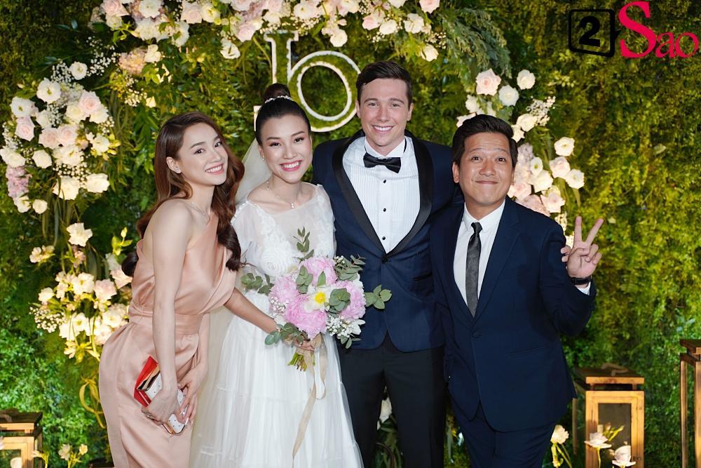 Đùa dai trong đám cưới đồng nghiệp: Trường Giang suýt thì lố, Hòa Minzy bị ném đá tới tấp-3
