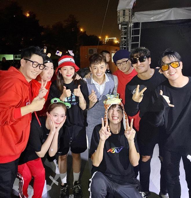 Ngô Kiến Huy chụp ảnh chung với dàn sao Running Man Hàn-1