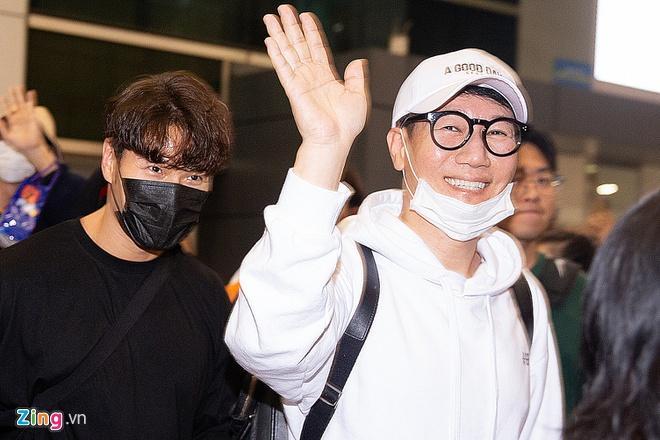 Ngô Kiến Huy chụp ảnh chung với dàn sao Running Man Hàn-2
