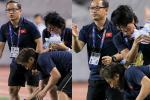 Cảm động hình ảnh Ban huấn luyện tay xách nách mang tiếp nước cho U22 Việt Nam trận gặp Indonesia