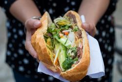 Khách nước ngoài gợi ý 5 món bánh mì ngon nhất TP.HCM