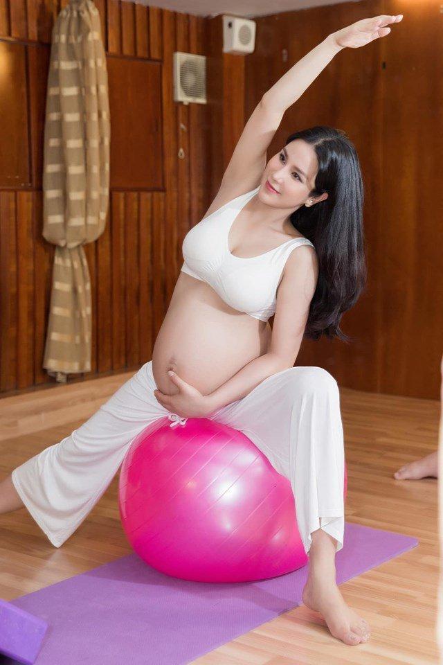 Tròn 1 tháng sau sinh, hot mom Diệp Lâm Anh tái xuất với vóc dáng không thể tin được-2