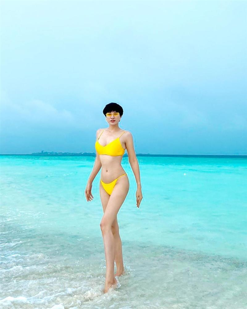 Trang Trần đi du lịch mà khuân cả bộ sưu tập đồ bơi để chụp ảnh bikini siêu sexy-1
