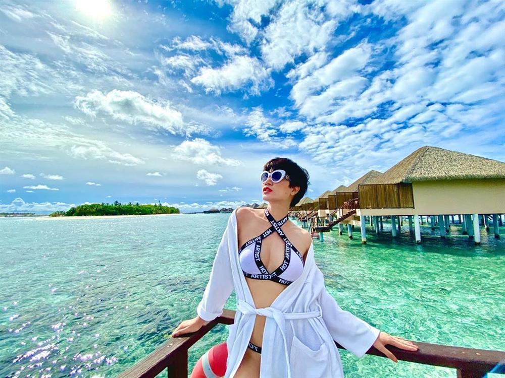 Trang Trần đi du lịch mà khuân cả bộ sưu tập đồ bơi để chụp ảnh bikini siêu sexy-5