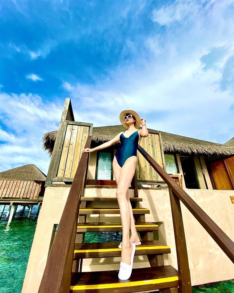 Trang Trần đi du lịch mà khuân cả bộ sưu tập đồ bơi để chụp ảnh bikini siêu sexy-7