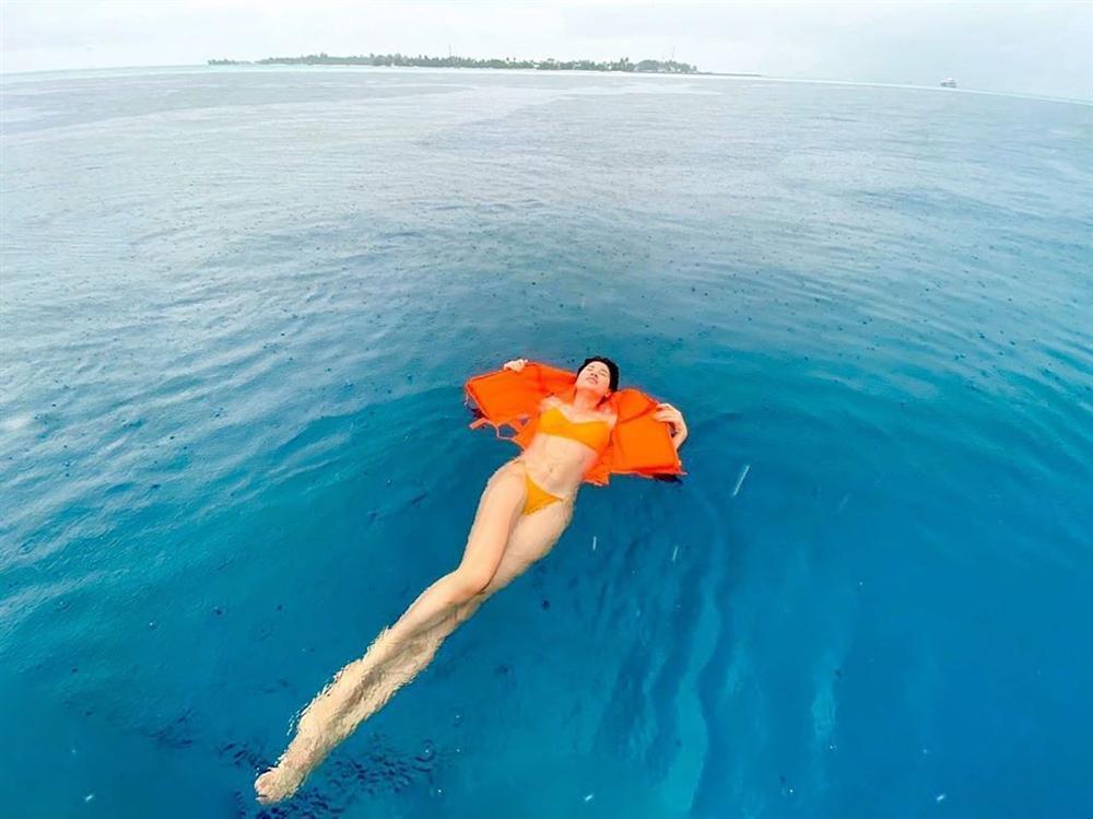 Trang Trần đi du lịch mà khuân cả bộ sưu tập đồ bơi để chụp ảnh bikini siêu sexy-3