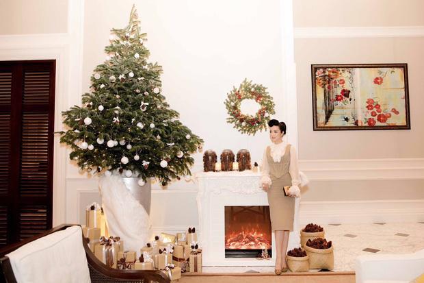 Còn gần 1 tháng nữa mới Noel thế mà Phạm Hương, Tăng Thanh Hà và dàn sao Việt đã nô nức trang trí nhà cửa rồi đây!-9