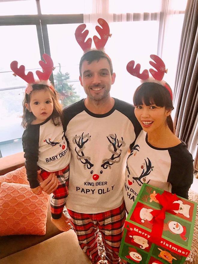Còn gần 1 tháng nữa mới Noel thế mà Phạm Hương, Tăng Thanh Hà và dàn sao Việt đã nô nức trang trí nhà cửa rồi đây!-6