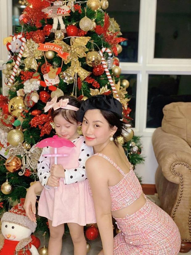 Còn gần 1 tháng nữa mới Noel thế mà Phạm Hương, Tăng Thanh Hà và dàn sao Việt đã nô nức trang trí nhà cửa rồi đây!-11