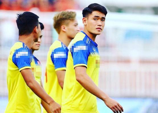 Trước trận đối đầu Singapore, Tấn Sinh chia sẻ giây phút kêu la đau đớn khi tập luyện hồi phục chấn thương-2