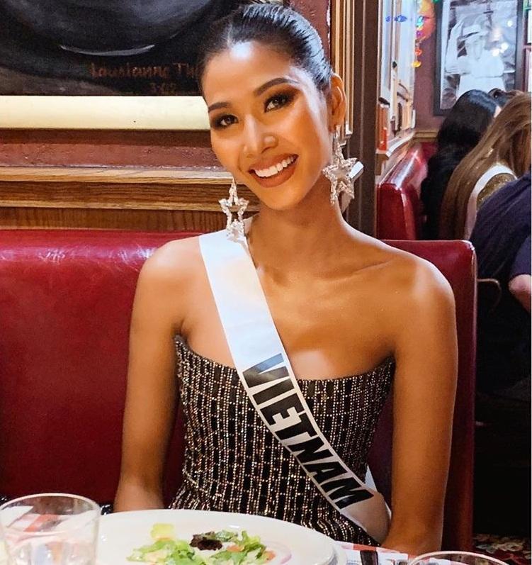 Miss Universe 2019 ngày thứ tư: Hoàng Thùy diện váy quây chanh sả, chờ mãi cũng đọ sắc Puerto Rico-4