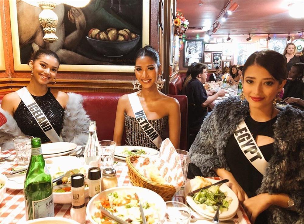 Miss Universe 2019 ngày thứ tư: Hoàng Thùy diện váy quây chanh sả, chờ mãi cũng đọ sắc Puerto Rico-5