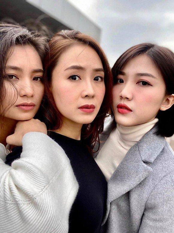 Khi 3 mỹ nhân Hoa hồng trên ngực trái đứng cùng, dân mạng bối rối: Ai hơn ai chục tuổi?-1